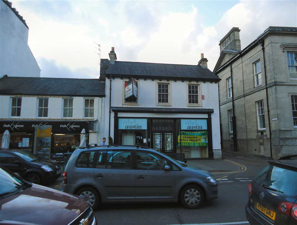 commercial property - 68 Highgate  Kendal, Cumbria LA9 4HE