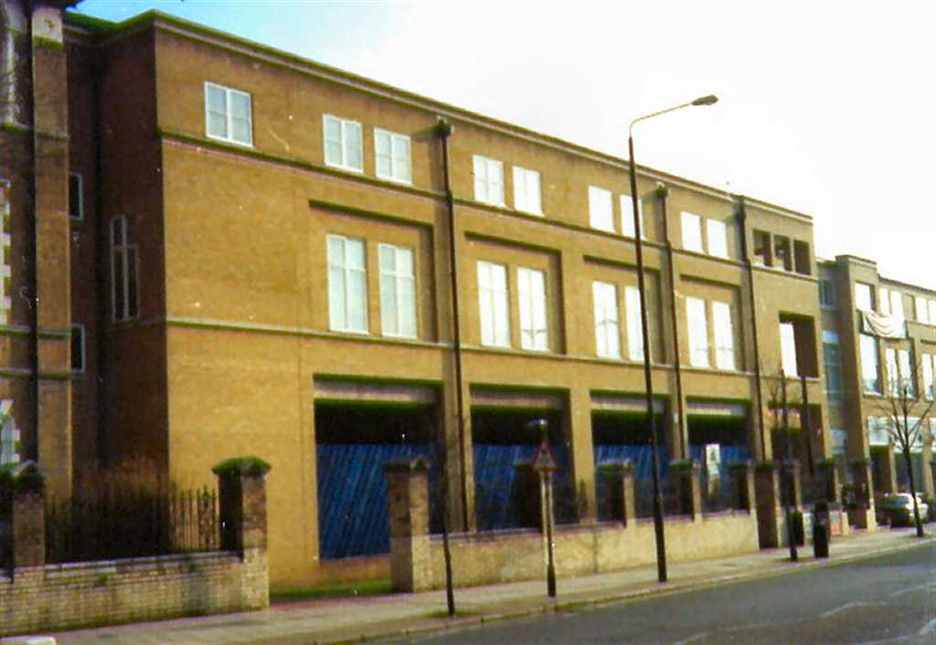 commercial property - 204/210 Cambridge Heath Road  Bethnal Green, London E2 9NQ